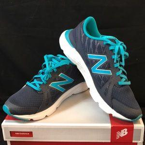 NWOT New Balance Women's 690 V4